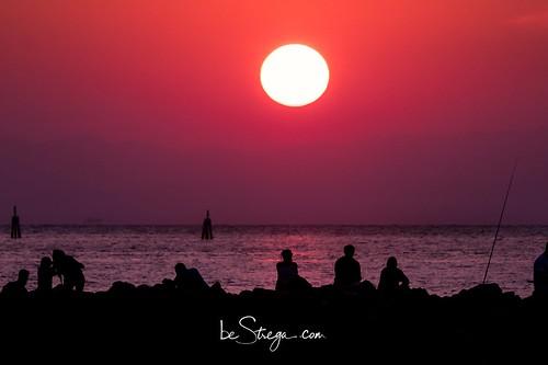 Scatto all'alba nella spiaggia davanti al faro di Bibione.