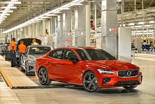 2019_Volvo_S60_Sedan_027 Photo