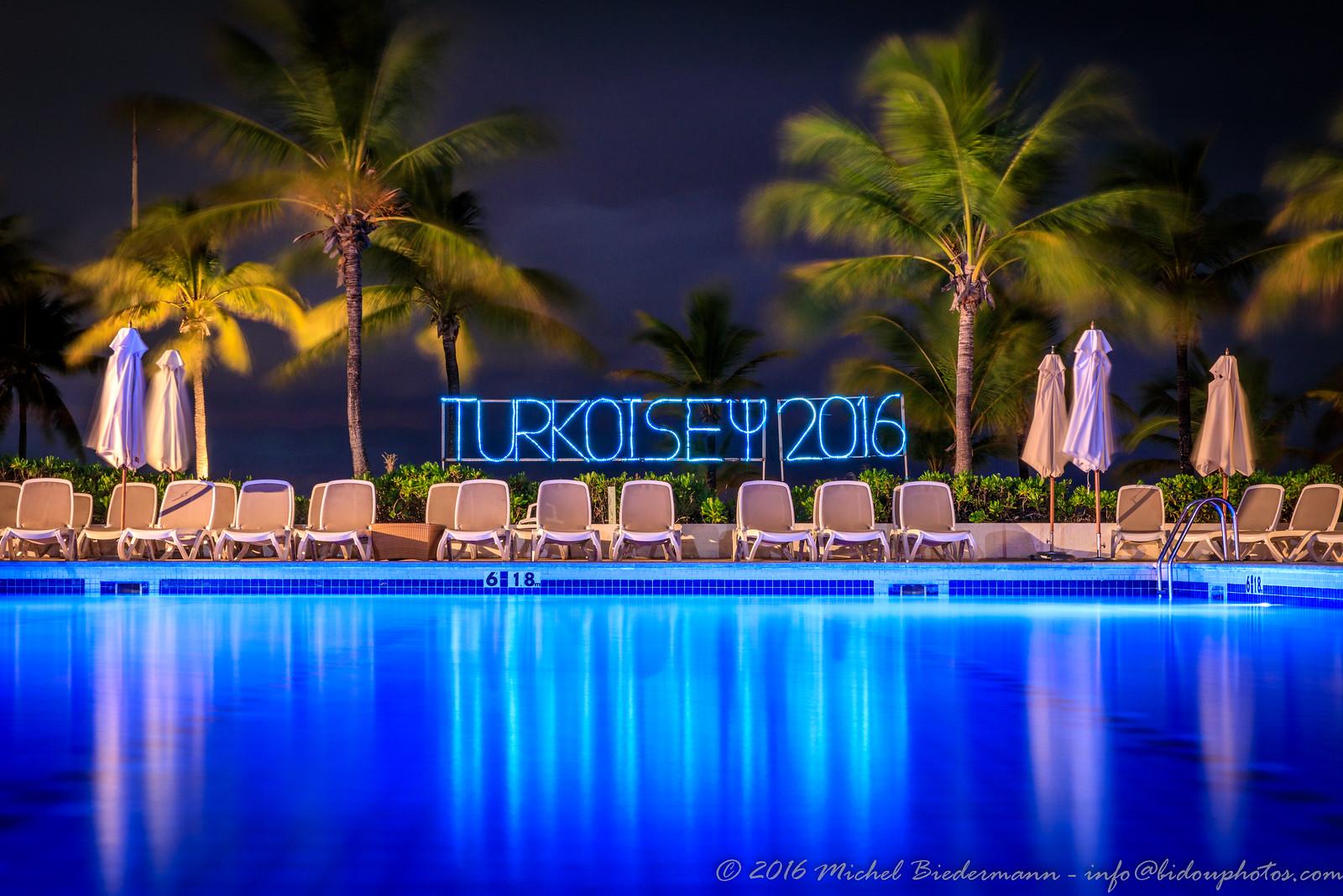 Turkoise Pool at Night