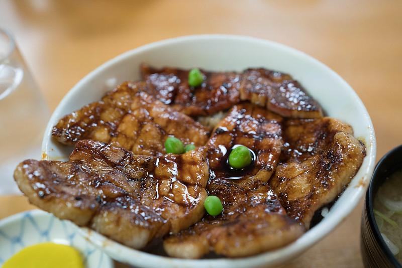 豚丼のぱんちょう豚肉アップ