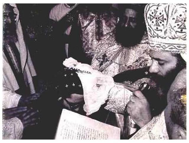 البابا شنودة يقوم برسامة نيافة الانبا بيشوى اسقفا على ابراشية دمياط ٢٤ سبتمبر ١٩٧٢