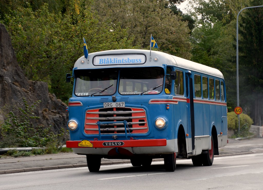 An old Volvo bus photographed in Huddinge, Sweden | Volvo B7