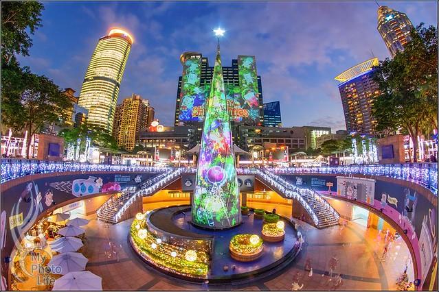 新北勢歡樂耶誕城.光雕投影[New North Gate Happy Christmas City. Light sculpture projection]