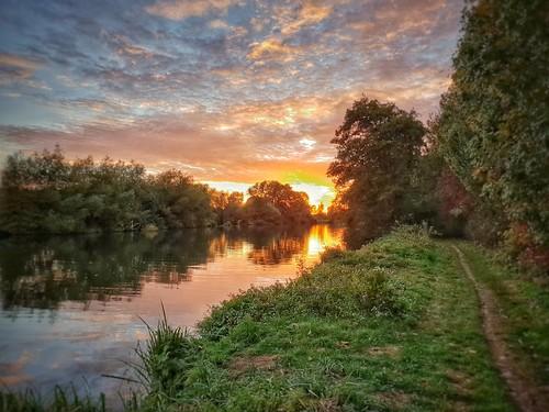 samsungs9 riverthames autumncolours eveninglight sunset