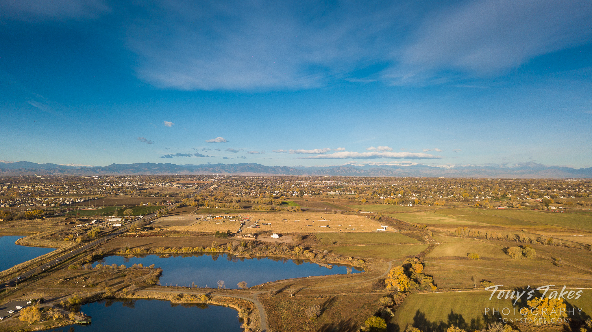 The view on a beautiful fall day along the Colorado Front Range is seen from a drone. (© Tony's Takes)