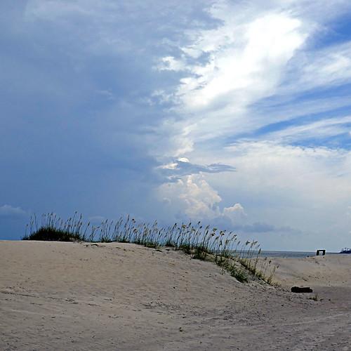 panasonicdmctz101 july 2018 america northamerica usa unitedstatesofamerica georgia savannah tybeeisland tybeeislandbeach sky clouds 100 200 300 beach americanwayoflife