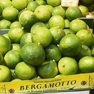 Bergamot- the flavour of Earl Grey tea, a Calabrian specialty. I make tart citron /lemon meringue pie with it. #bergamot #calabriafood #calabria