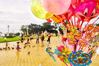 Ballons and children playing along the riverside in Phnom Penh Cambodia | by BryonLippincott