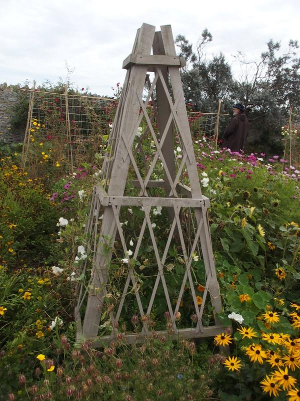 Lindisfarne garden supports