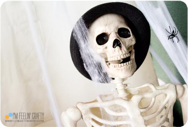 Halloween-OutsideSkullFace-ImFeelinCrafty