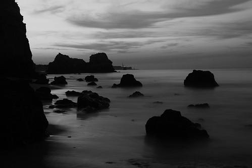 portugal algarve coast coastline portimao beach praia do vau castello sony alpha sunrise sunset bw sw black white schwarz weis monochrome travel scenery nature sea