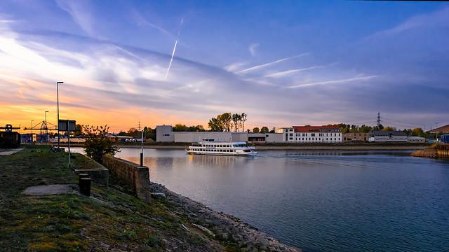 Sunset cruise | Sigma 8~16mm ƒ/4.5~5.6 DC HSM & Metabones T Mark V on SONY ⍺6000