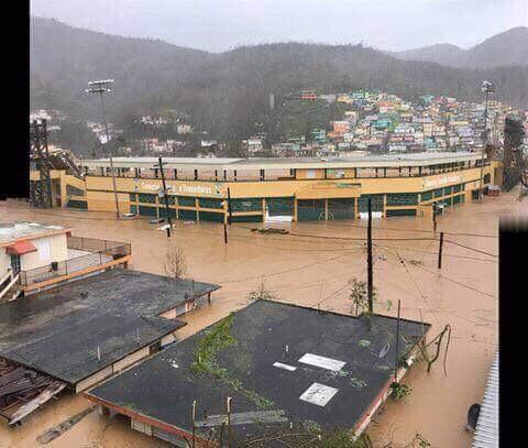 Estadio Municipal Carlos Bonet de Comerio, inundado por el rio