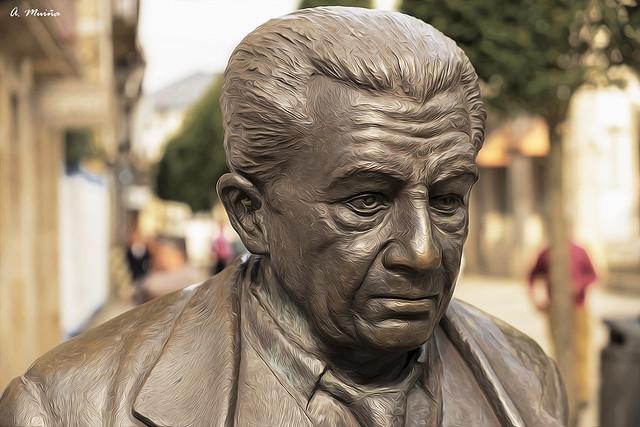 Bust of Anxel Fole in Lugo (Spain). Busto de Anxel Fole, en Lugo (Galicia)