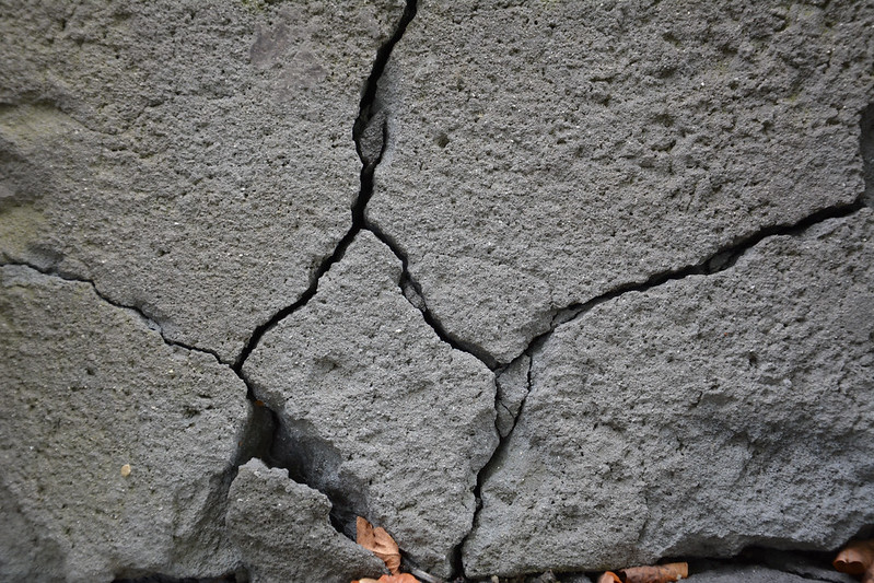 Cracked wall 02
