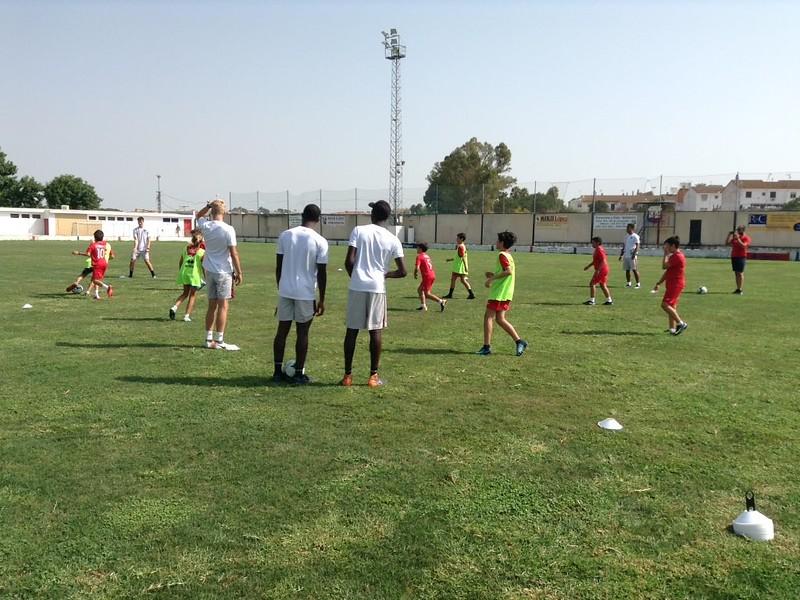 Norwich City community work with Puebla CF U12s (8)