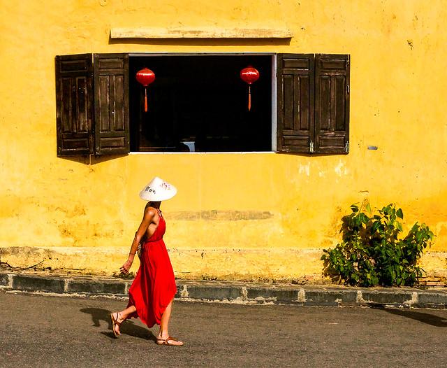 Vietnam - Une occidentale inconnue à Hoi An.