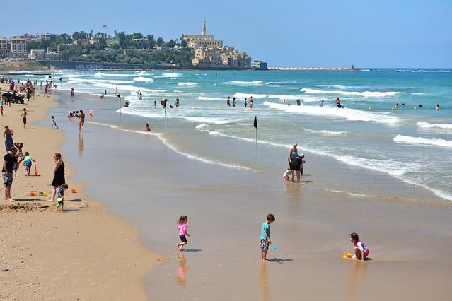 Tel Avi beach / view from Homat HaYam Promenade--