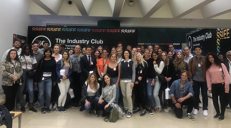 """Estudiantes de Deusto Business School visitan el """"Industry Club"""" del Festival de Cine de San Sebastián"""