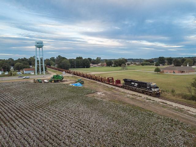 NS 8047 (ES44AC) CN Rail Train   Walls, Mississippi