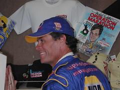 Michael Waltrip signing autographs, Phoenix Intl Raceway, 2004-11-05
