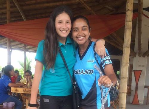 Valeria con una amiga