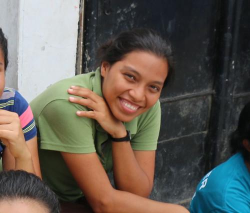 Mayra sonriendo