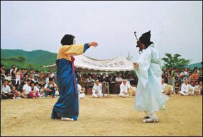 Tradicional baile de máscaras