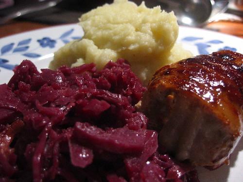 Slavink, rode kool en aardappelpuree