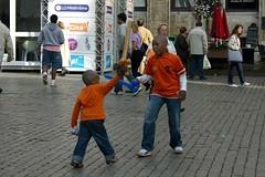 在大廣場玩耍的兄弟(布魯塞爾) | by JESIEIKU