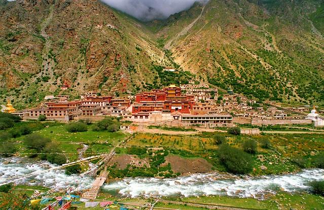 Tibet བོད། ,Tsurphu Gonpa སྟོད་ལུང་མཚུར་ཕུ་