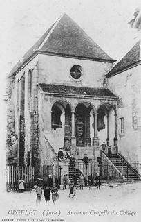 Portail d'entrée de la chapelle du couvent des Bernardines à Orgelet