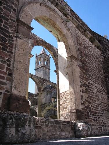 Arcada y torre