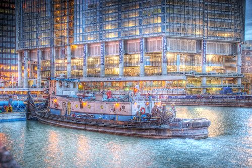 Tugboat on Chicago River by Trump Tower | by spudart