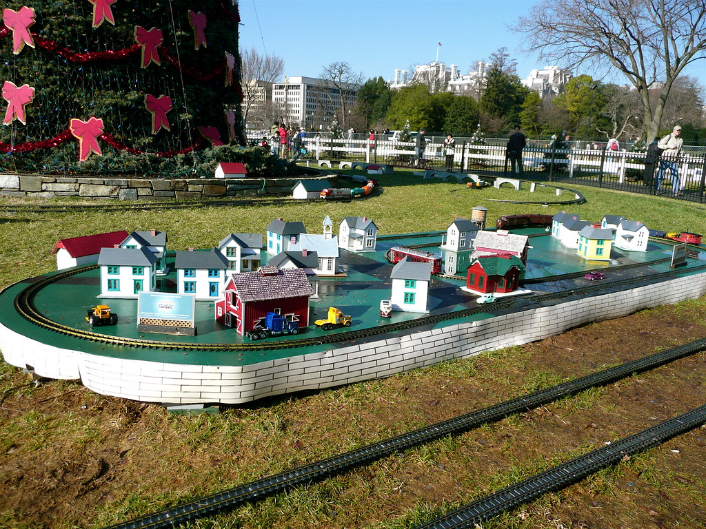 Christmas Model Railway.Model Trains By The National Christmas Tree In Washington