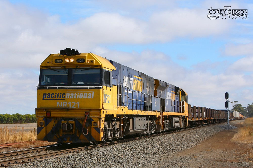 NR121 & 9304 with the PW4 Steelie at Tooli loop by Corey Gibson