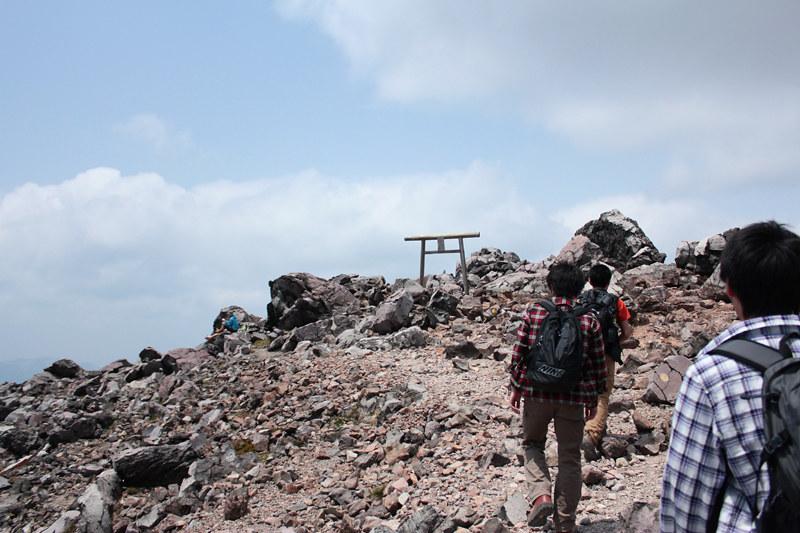 那須岳の山頂が見えてきた