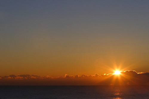 sea sky cloud sun japan sunrise geotagged blog seaside pacific chiba 日本 hatsuhinode 初日の出 千葉県 太平洋 千葉 hasunuma 海浜公園 九十九里 mrhayata sanbu geo:lat=355890336 geo:lon=1405022403 蓮沼