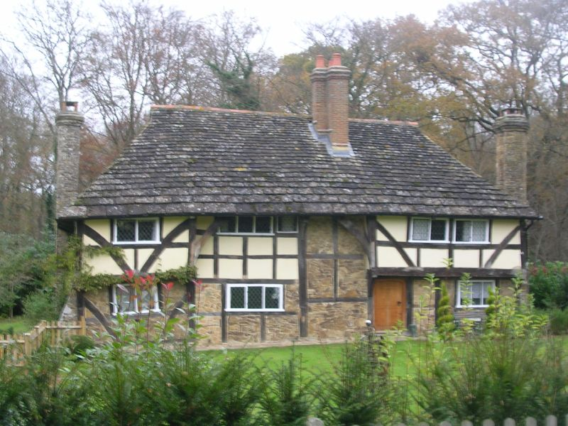 """Sinister looking"" house Allegedly. Ockley to Warnham"
