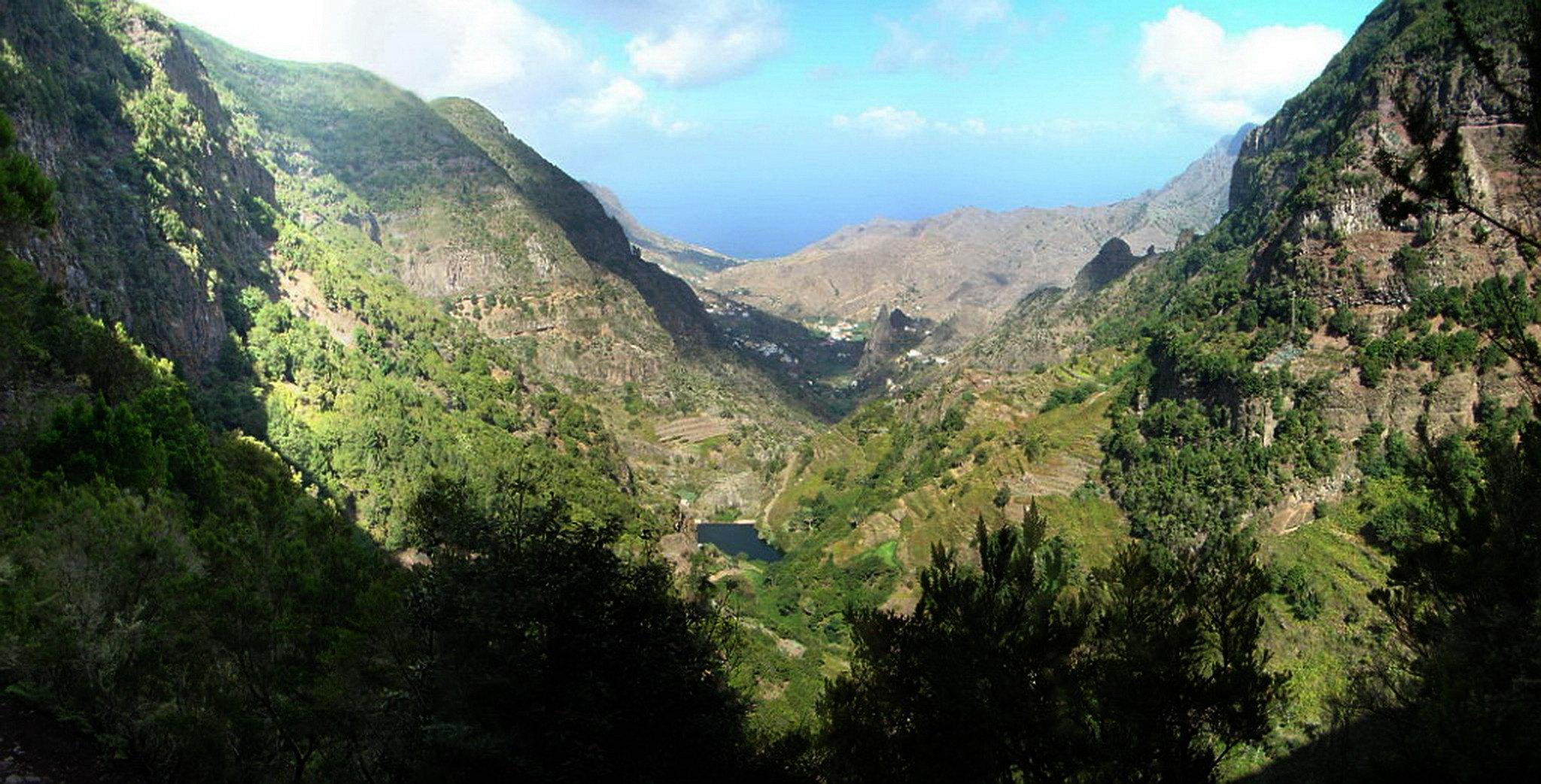 embalse de los Tiles Roques de San Pedro Pedro y Petra Barranco Monteforte Hermigua Los Chorros del Cedro Isla de La Gomera 20