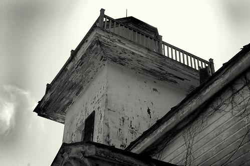 old blackandwhite bw lighthouse broken architecture decay northcarolina historic railing peelingpaint 2008 edenton edentonbay colonialpark screwpilelighthouse albermarlesound roanokeriverlighthouse waitingforrenovation