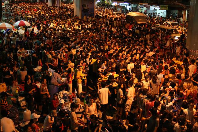 songkran street waterfights