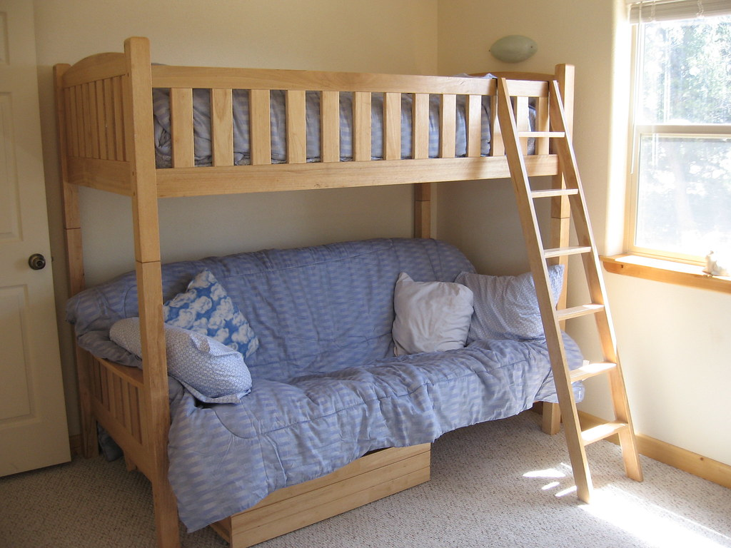 Terrific 2Nd Bedroom Bunk Bed Lower Couch Folds Out To A Full Size Ibusinesslaw Wood Chair Design Ideas Ibusinesslaworg