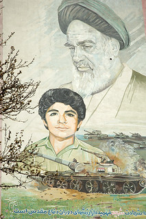Ayatollah Khomeini and Hossein Fahmideh | by kamshots
