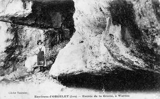 L'entrée de la grotte à Varroz