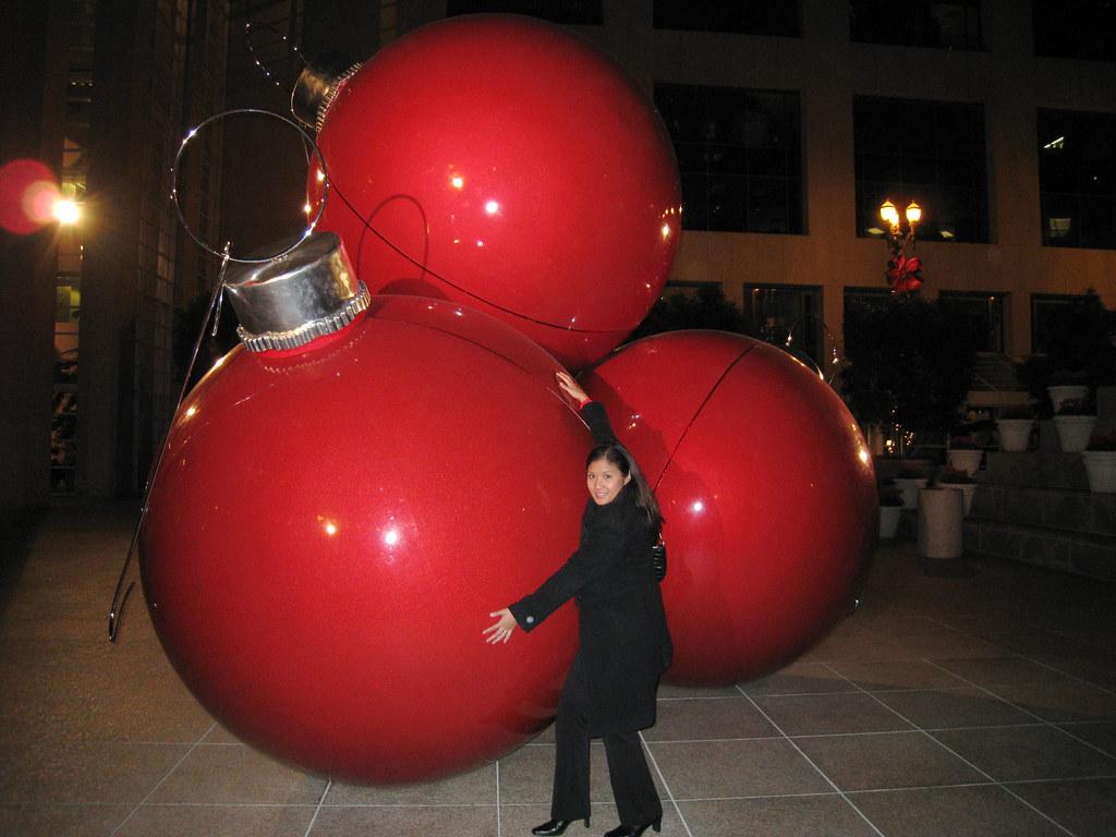 Giant Christmas Ornaments At 101 California San Francisco Flickr