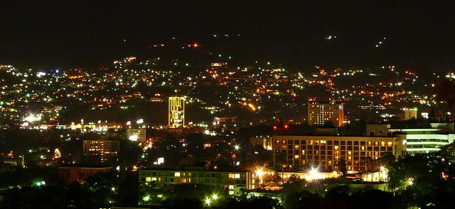 San Salvador de noche