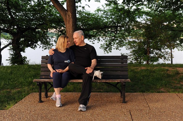 PM Netanyahu and his wife Sara take a walk in Roosevelt Park, stopping by important sites and memorials along the way, 22.5.11.