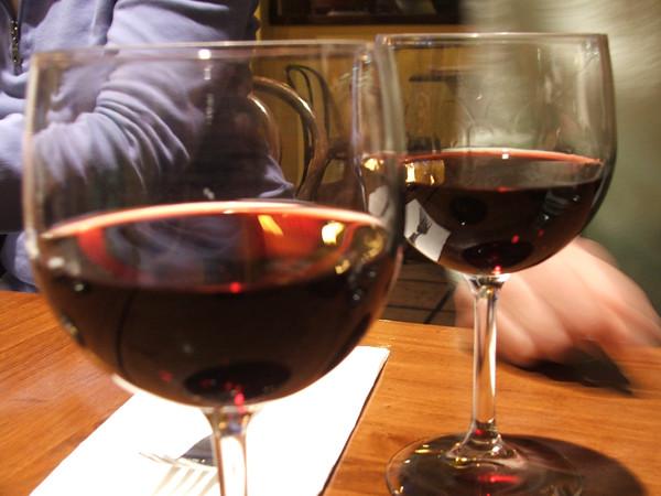 2 verres de vin rouge