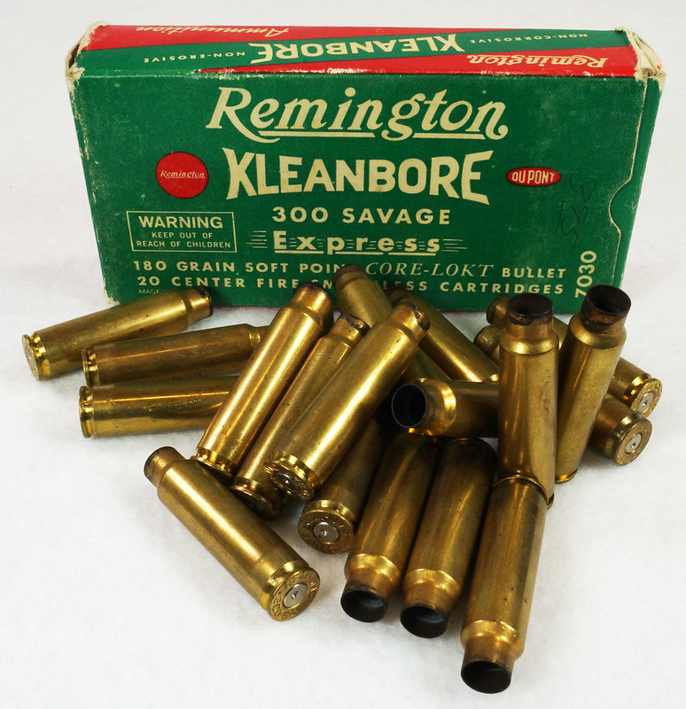 RD14570 Vintage Remington Kleanbore 300 Savage Express 180 Gr. Soft Point Ammo Box with 20 Empty Brass Casings DSC07008